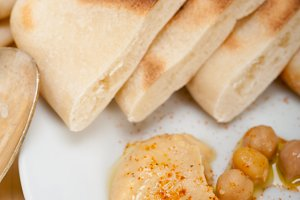 fresh hummus and pita bread 017.jpg