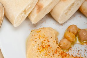fresh hummus and pita bread 018.jpg