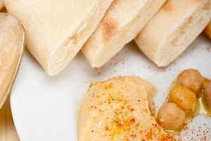 fresh hummus and pita bread 019.jpg