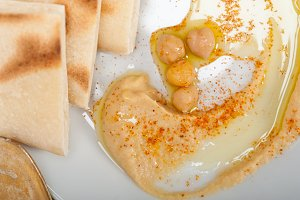 fresh hummus and pita bread 023.jpg