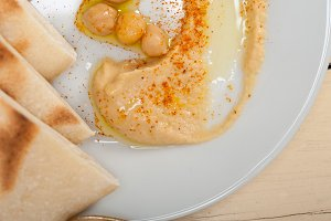 fresh hummus and pita bread 024.jpg