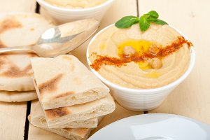 fresh hummus and pita bread 028.jpg