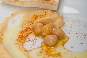 fresh hummus and pita bread 041.jpg