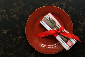 Christmas table setting , red plate,