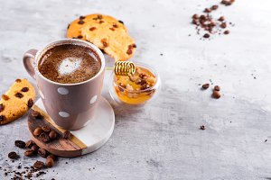 Coffee cup with chocolate cookies on