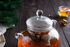 Glass teapot with freshly brewed