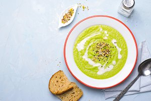Green Vegan Broccoli Cream Soup with