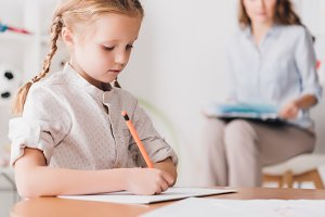 child spending time with psychologis
