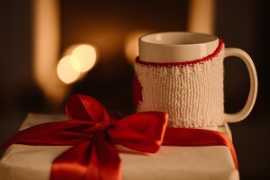 present with bow and knitted mug on