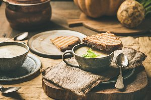 Celery cream soup, toast, fresh
