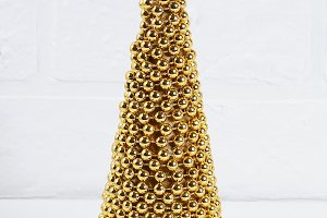Diy golden Christmas tree from beads