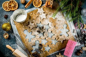 Making gingerbread cookie