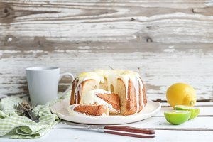 Lemon bundt yoghurt cake