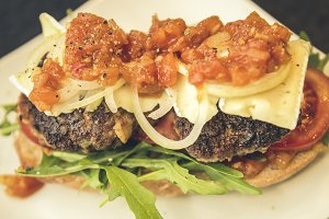 tomato sugo burger rocket cheese