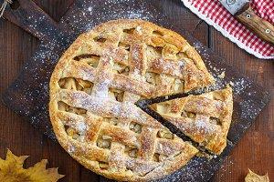 whole round apple pie