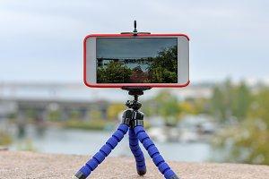 smartphone stands on tripod