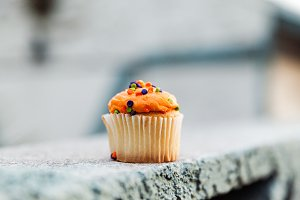 Festive Mini Cupcake With Orange Van