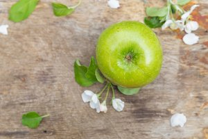 Fresh sweet juicy green apples with
