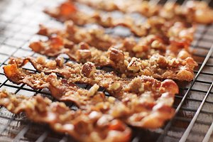 candied bacon with pecans and sugar