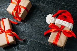Gift boxes in Kraft paper with red r
