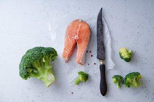 Salmon steak with broccoli