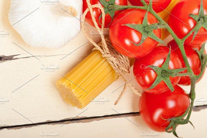 Italian simple tomato pasta ingredients 063.jpg - Food & Drink