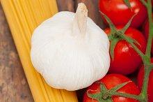 Italian simple tomato pasta ingredients 002.jpg