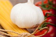 Italian simple tomato pasta ingredients 005.jpg