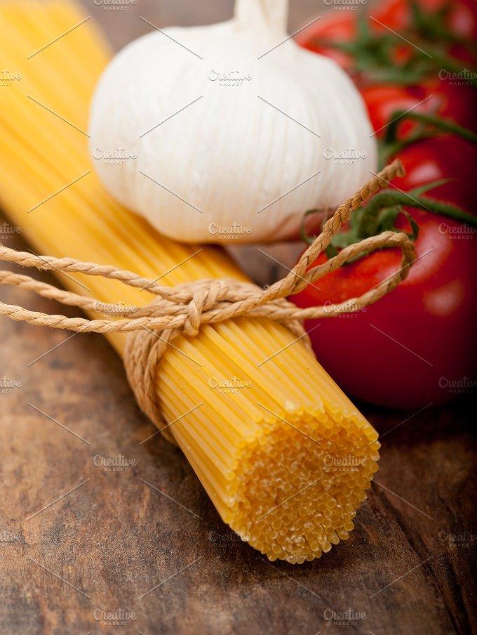 Italian simple tomato pasta ingredients 005.jpg - Food & Drink