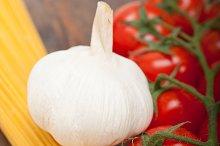 Italian simple tomato pasta ingredients 006.jpg