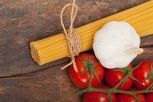 Italian simple tomato pasta ingredients 011.jpg