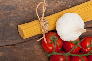 Italian simple tomato pasta ingredients 011.jpg