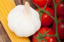 Italian simple tomato pasta ingredients 008.jpg