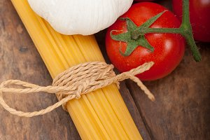 Italian simple tomato pasta ingredients 008.jpg