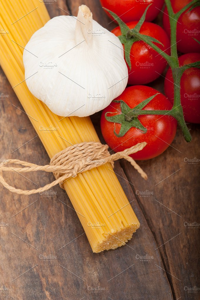Italian simple tomato pasta ingredients 008.jpg - Food & Drink