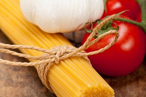 Italian simple tomato pasta ingredients 009.jpg