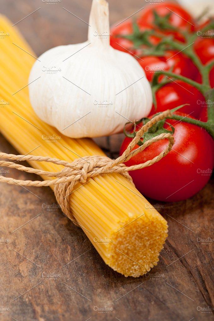 Italian simple tomato pasta ingredients 009.jpg - Food & Drink