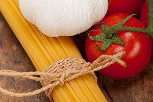 Italian simple tomato pasta ingredients 010.jpg
