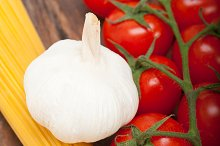 Italian simple tomato pasta ingredients 007.jpg