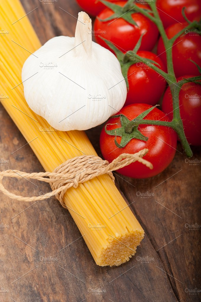 Italian simple tomato pasta ingredients 007.jpg - Food & Drink
