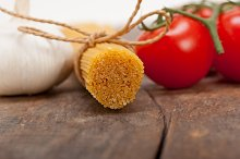 Italian simple tomato pasta ingredients 012.jpg