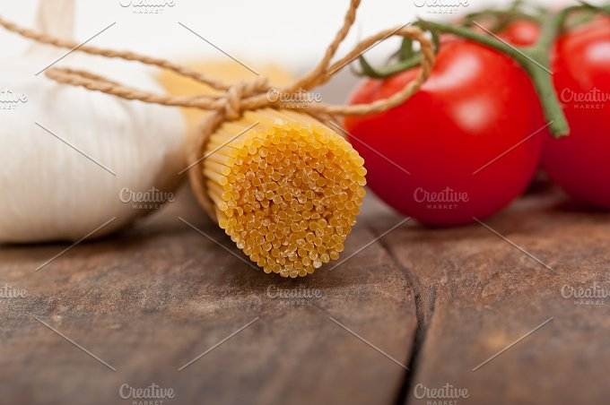 Italian simple tomato pasta ingredients 012.jpg - Food & Drink