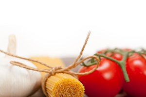 Italian simple tomato pasta ingredients 013.jpg