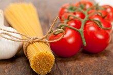 Italian simple tomato pasta ingredients 014.jpg