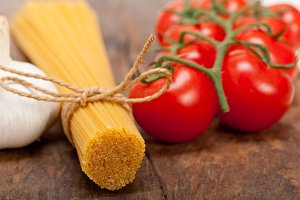 Italian simple tomato pasta ingredients 014.jpg