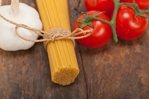 Italian simple tomato pasta ingredients 016.jpg