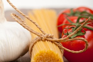 Italian simple tomato pasta ingredients 017.jpg