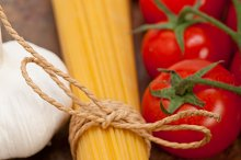 Italian simple tomato pasta ingredients 019.jpg