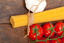 Italian simple tomato pasta ingredients 021.jpg