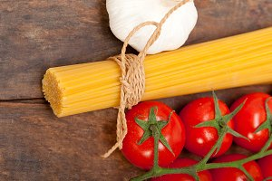 Italian simple tomato pasta ingredients 021.jpg